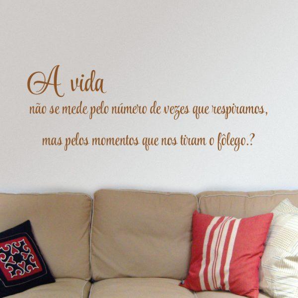 A vida não se mede pelo número de vezes que respiramos autocolante decorativo de parede.