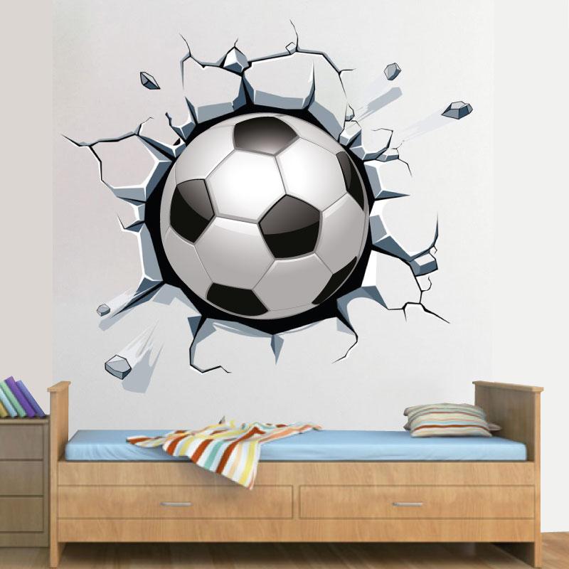 Bola de futebol a sair da parede em autocolante decorativo de parede