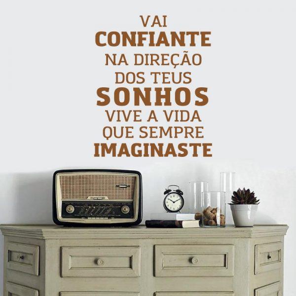 Vai confiante na direção dos teus sonhos vive a vida que sempre imaginaste. autocolante de parede