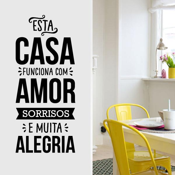 Esta casa funciona com amor sorrisos e muita alegria vinil autocolante decorativo de parede