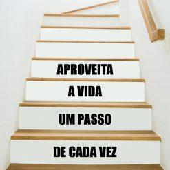 Aproveite a vida autocolante decorativo para escadas