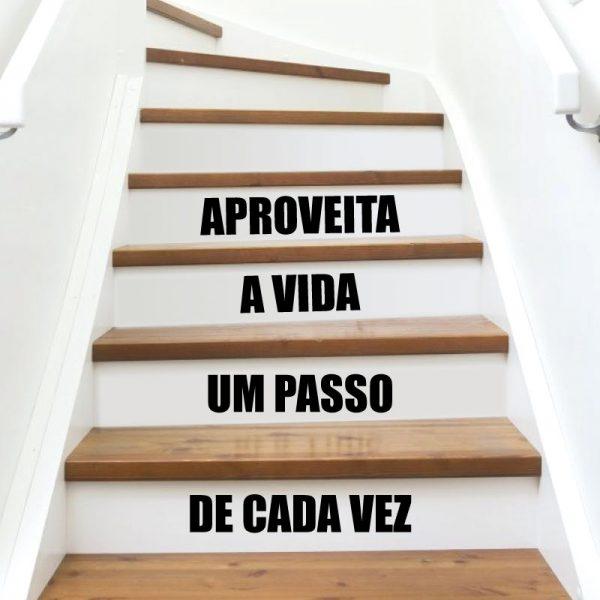 Aproveite a vida um passo de cada vez, autocolante decorativo para aplicar em escadas
