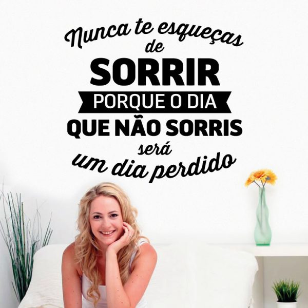 Nunca te esqueças de sorrir porque o dia que não sorris será um dia perdido, autocolante de parede decorativo.