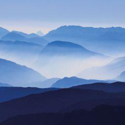 Montanhas azuis com névoa mural de parede em vinil autocolante decorativo.