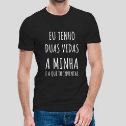 T-shirt Eu tenho duas vidas a minha e a que tu inventas. T-Shirtsunissexo