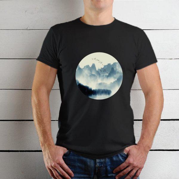 T-shirt Montanhas e pássaros. T-Shirts unissexo 100% Algodão, moderna e básica de manga curta com visual contemporâneo