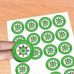 Stickers adesivos noformato redondo. Desenhe os seus autocolantes e nós imprimimos agora é fácil e rápido