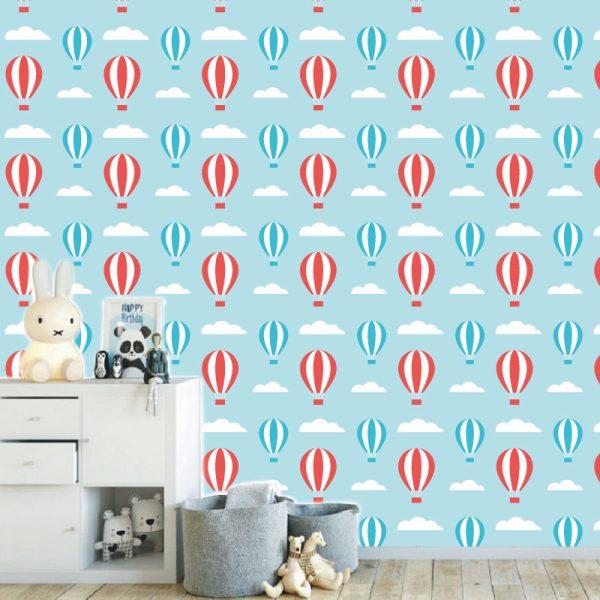 Papel de parede com Balões e nuvens infantil em vinil autocolante decorativo. Aplique esta imagem em qualquer superfície lisa e sem textura. Além disso, ao contrário do papel de parede tradicional, não precisa aplicar colas.