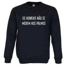 Sweatshirt Os homens não se medem aos palmos. Unissexo. 50% Algodão 50% Poliéster, moderna e básica com visual contemporâneo. Portes grátis para Portugal e ilhas.