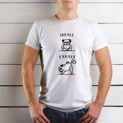 T-shirt Inhale exhale Pug. T-Shirts unissexo 100% Algodão, moderna e básica de manga curta com visual contemporâneo.