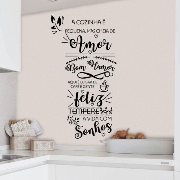 A cozinha é pequena mas cheia de amor autocolante decorativo para cozinha