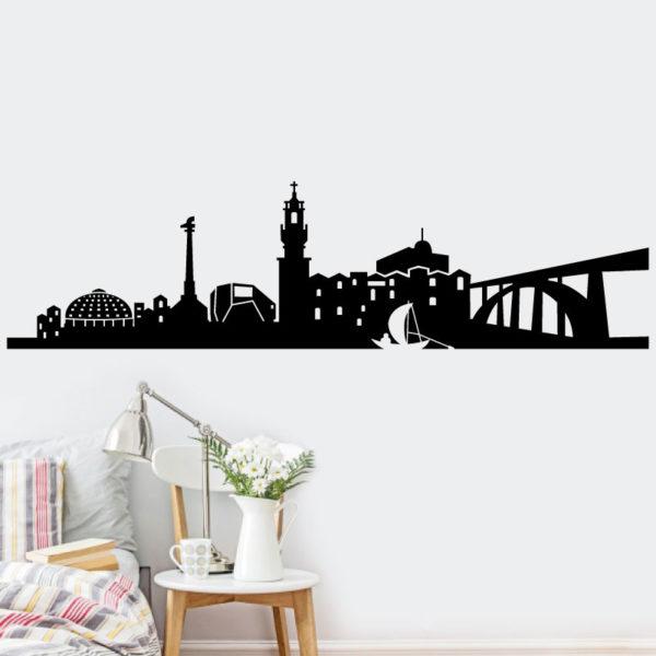 Decore o seu espaço com este vinil autocolante decorativo Cidade do Porto! A solução perfeita para alegrar ambientes.